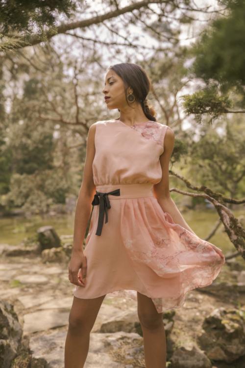 Robe en soie rose